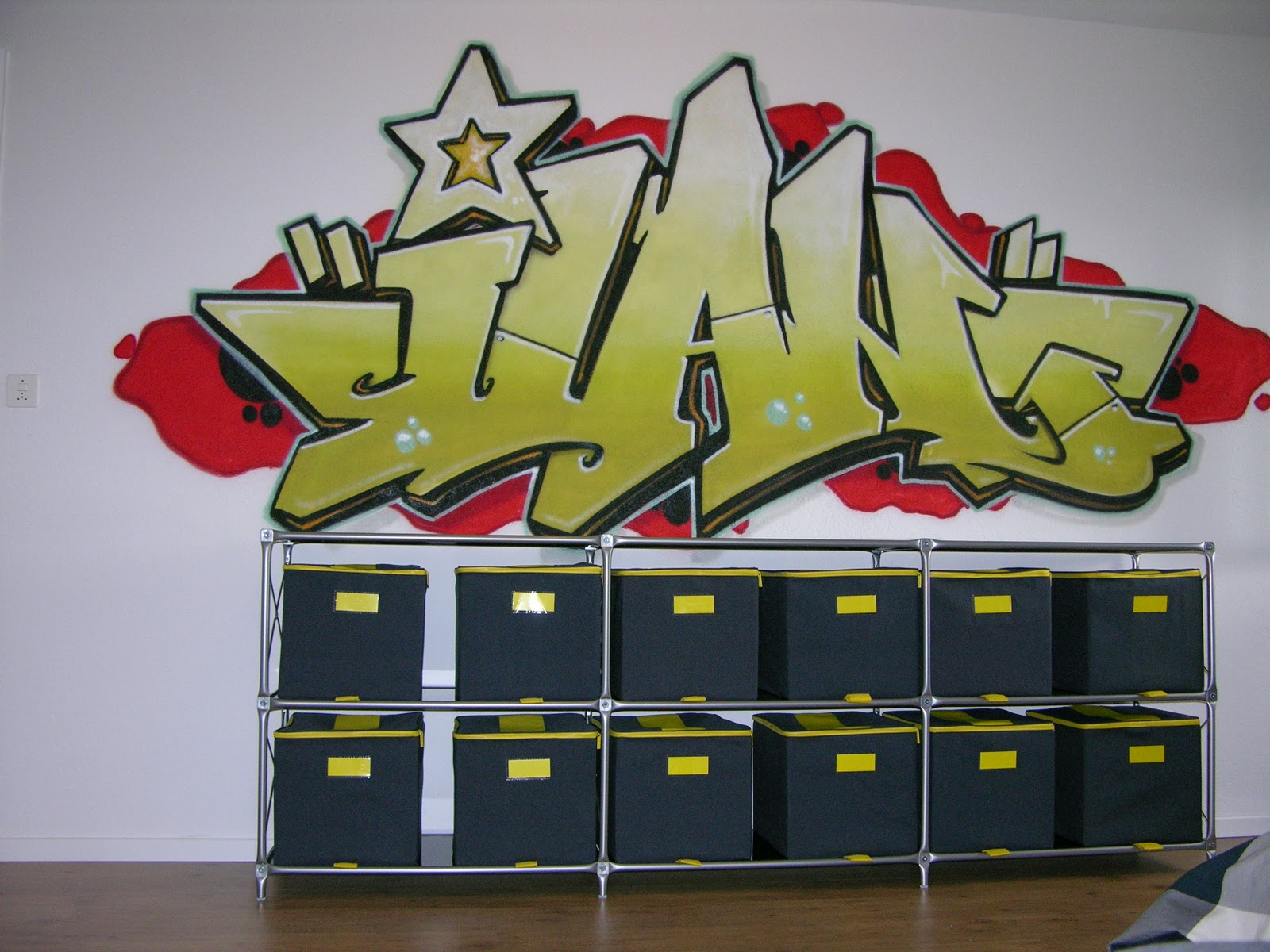 Fribourg enfant graffiti graffeur peint fresque te trompe l 39 oeil - Graffiti prenom gratuit ...